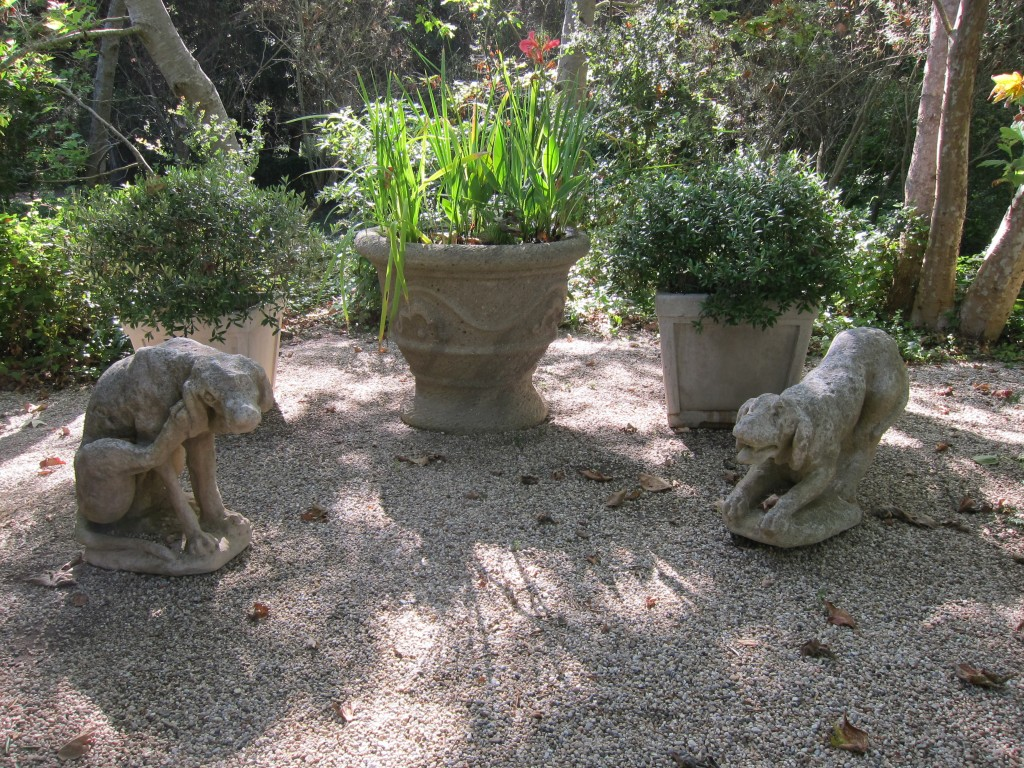 I promised the pictures of the dogs! the stone ones! Here they are!!